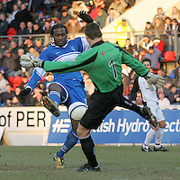 Gretna's keeper Alan Main  and St Johnstone's Jason Scotland in action. Scottish First Division match on 27th January 2007. McDiarmid Park Perth