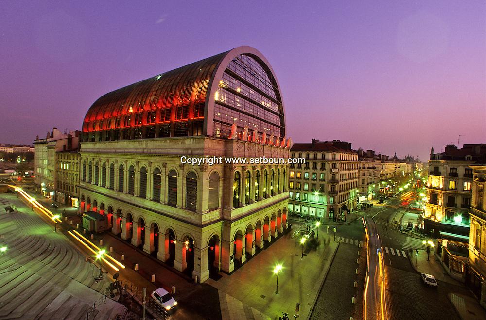 France. Lyon . The new opera  constructed by Jean Nouvel; City hall palace       Le nouvel opera construit par Jean Nouvel . palace de l'hôtel de ville      R00063 2    L931021g     P0000246