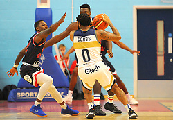 Darell Combs of Worcester Wolves competes with Jalan McCloud of Bristol Flyers - Photo mandatory by-line: Nizaam Jones/JMP- 24/11/2018 - BASKETBALL - SGS Wise Arena - Bristol, England - Bristol Flyers v Worcester Wolves - British Basketball League Championship
