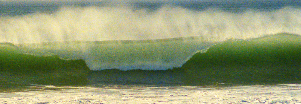 USA, California, San Diego. Offshore wave and spray at Cardiff Seaside.