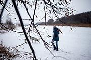"""English Setter """"Rudy""""  am 03.02. 2019 mit seiner besten Freundin im schneebedeckten Feld von Stara Lysa, (Tschechische Republik).  Rudy wurde Anfang Januar 2017 geboren."""