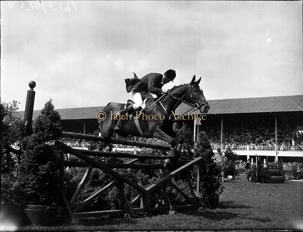 "05/08/1960<br /> 05/08/1960<br /> 05 August 1960<br /> R.D.S Horse Show Dublin (Friday). Aga Khan Trophy. David Barker (Great Britain) on ""Franco""."