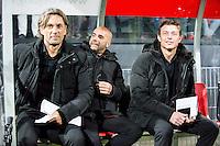 ROTTERDAM - Excelsior - Vitesse , Voetbal , Eredivisie , Seizoen 2015/2016 , Stadion Woudestein , 31-10-2015 , Vitesse trainer Peter Bosz (m) met assistenten John Dahl Tomasson die zijn loopbaan begon bij Excelsior en Rob Maas (l)