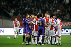 26-02-2009 VOETBAL: UEFA CUP: AJAX - FIORENTINA: AMSTERDAM<br /> Ajax plaatst zich voor de volgende ronde door 1-1 te spelen tegen Fiorentina / Opstootje met Thomas Vermaelen, Marilem Sulejmani en Riccardo Montolivo<br /> ©2009-WWW.FOTOHOOGENDOORN.NL