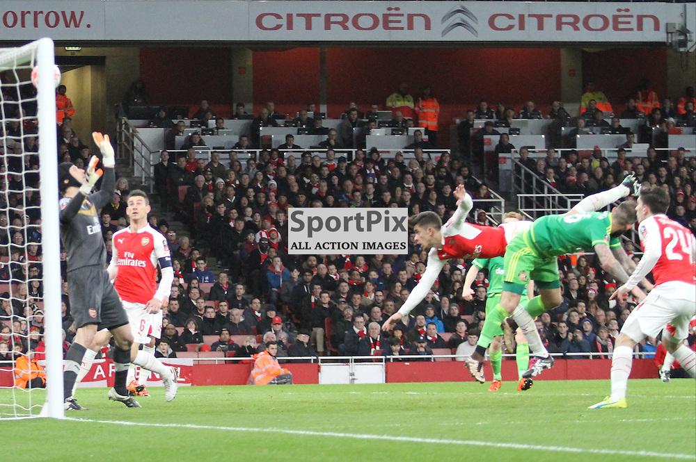 Steven Fletchers header crashes off the Arsenal bar with Petr Cech beaten
