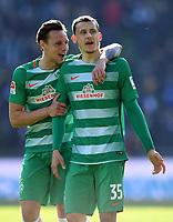 FUSSBALL     1. BUNDESLIGA      29. SPIELTAG    SAISON 2016/2017  SV Werder Bremen - Hamburger SV                   16.04.2017 Freude nach dem Abpfiff: Robert Bauer und Maximilian Eggestein  (v.l., beide SV Werder Bremen)