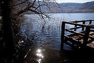 Monticchio Laghi (PZ) 12.03.2011 - Il degrado dei laghi di Monticchio (PZ). Scorcio del lago grande con le banchine in legno.