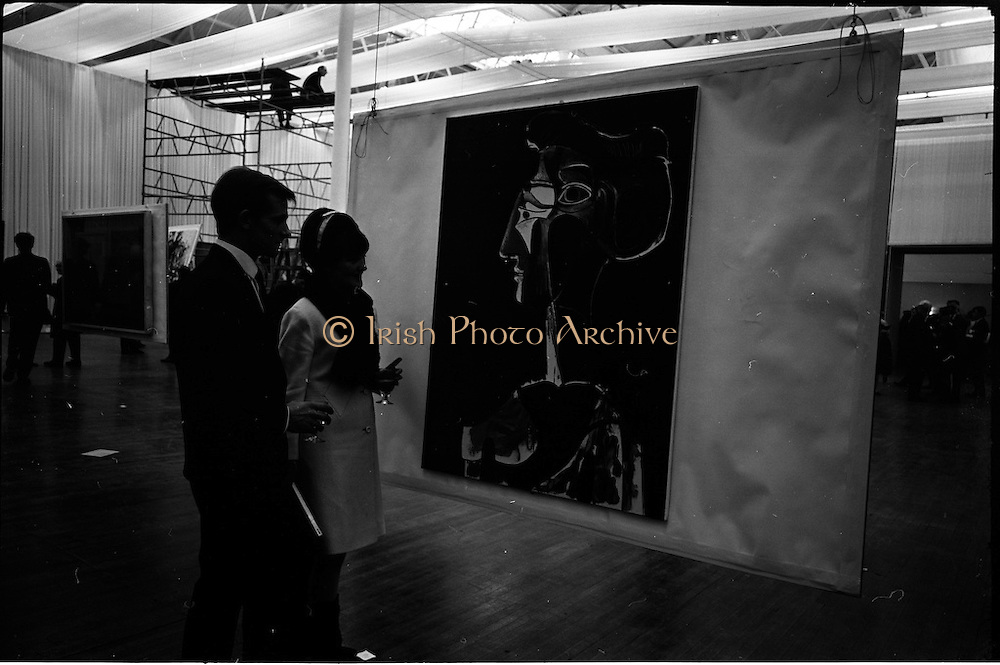 """11/11/1967<br /> 11/11/1967<br /> 11 November 1967<br /> Press preview of ROSC 1967 Exhibition at the R.D.S.,  Picasso's """"Grand Profil 1963"""" being viewed by Mr. and Mrs Michael Graham of Dublin, at the preview of the exhibition."""