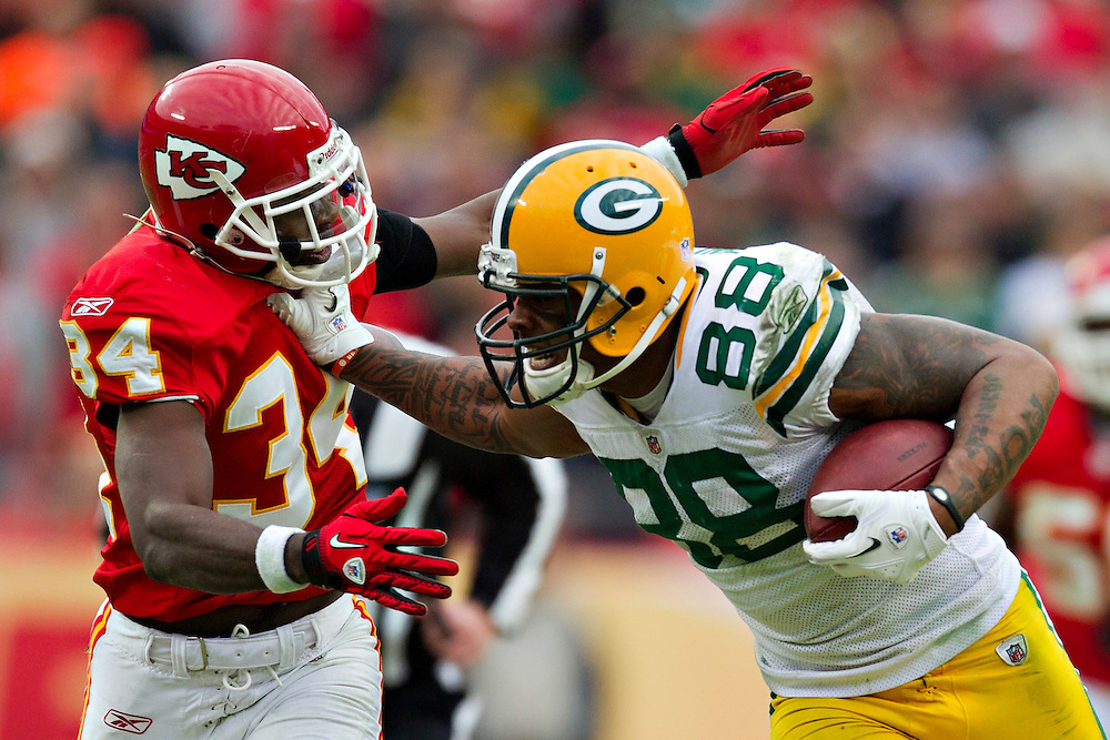 KANSAS CITY, MO - DECEMBER 18:  Jermichael Finley #88 of the Green Bay Packers stiff arms Travis Daniels #34 of the Kansas City Chiefs at Arrowhead Stadium on December 18, 2011 in Kansas CIty, Missouri.  The Chiefs defeated the Packers 19-14.   (Photo by Wesley Hitt/Getty Images) *** Local Caption *** Jermichael Finley; Travis Daniels