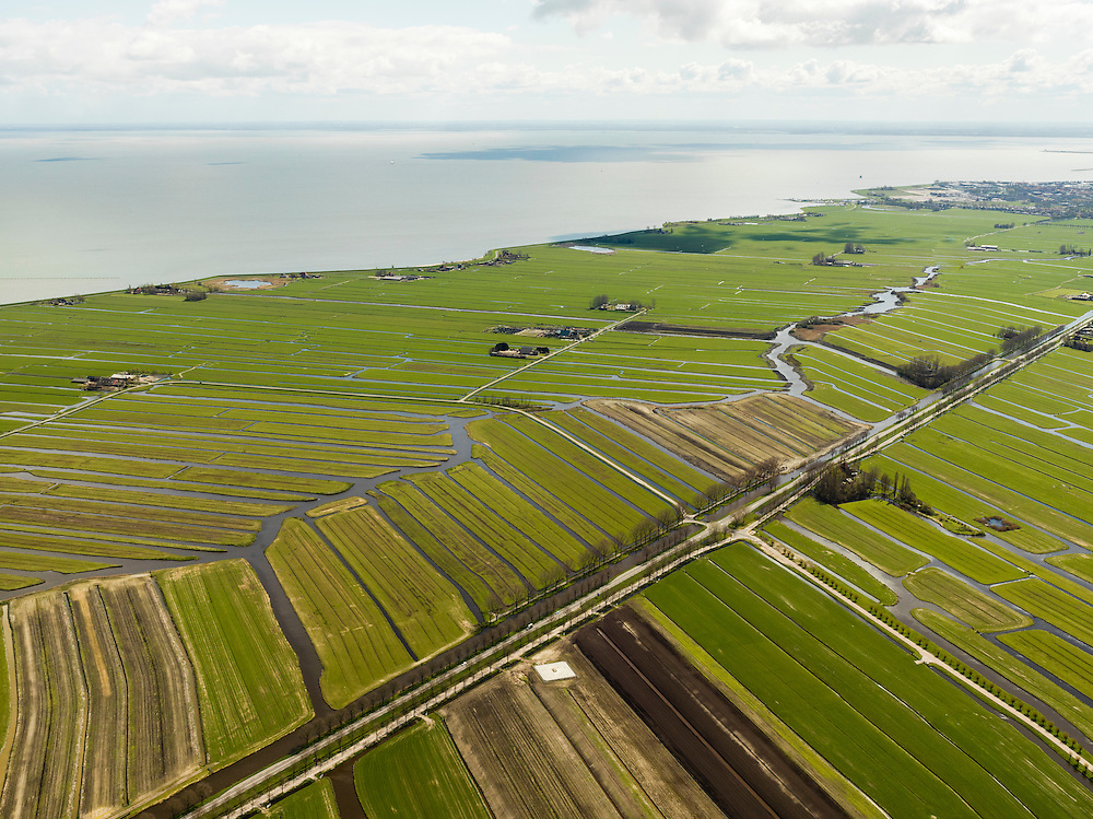 Nederland, Noord-Holland, Gemeente Edam - Volendam, 16-04-2012; Polder De Zeevang. Zeevangszeedijk met IJsselmeer. De Zesstedenweg en Zesstedenvaart, diagonaal richting Edam..Polder De Zeevang  a bog meadows area north of Amsterdam. Sea wall and IJsselmeer (lake). .luchtfoto (toeslag), aerial photo (additional fee required);.copyright foto/photo Siebe Swart