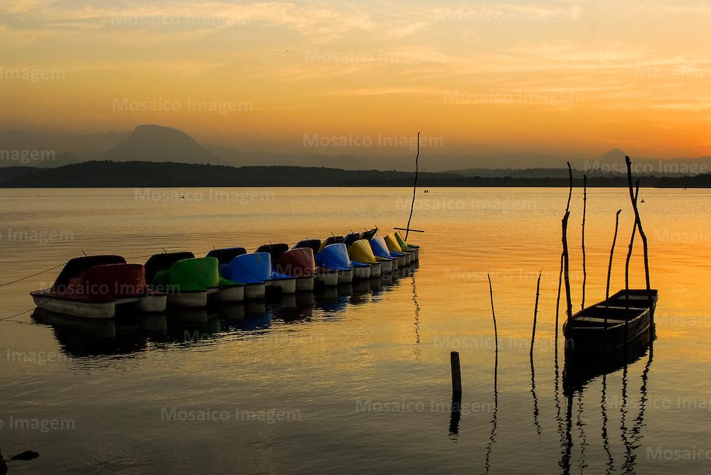 Brasil - Vitoria - Espirito Santo - Por do sol na Ilha das Caieiras - Foto: Tadeu Bianconi/ Mosaico Imagem