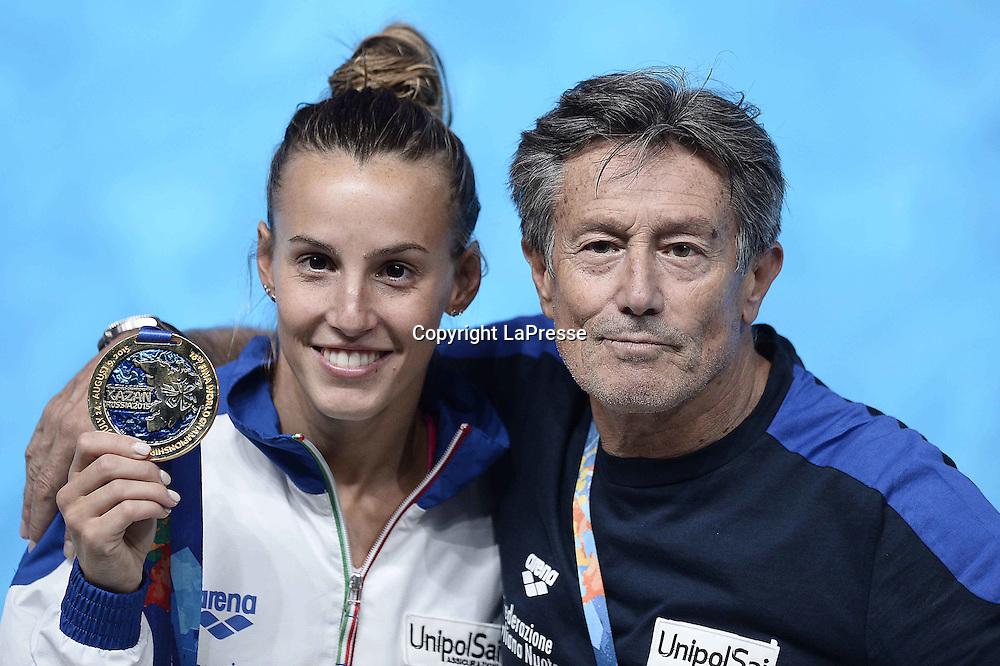 Foto Fabio Ferrari - LaPresse<br /> 28/07/2015 Kazan ( Russia ) <br /> Sport <br /> 16 Campionati del mondo FINA 2015 - Diving - 1m piattaforma donne - finale<br />  nella foto: Tania Cagnotto (Ita) oro, prima classificata n il pap&agrave; Giorgio<br /> <br /> Photo Fabio Ferrari - LaPresse<br /> 28 July 2015 Kazan ( Russian ) <br /> Sport<br /> 16th FINA World Championship 2015 - Diving - Women's 1m Springboard - final.<br /> in the picture: Tania Cagnotto (Ita) first place
