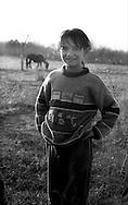 Kosovo - Pejë, 12 Novembre 2000. Zona di Mahala e Bates.Una bambina di etnia rom.