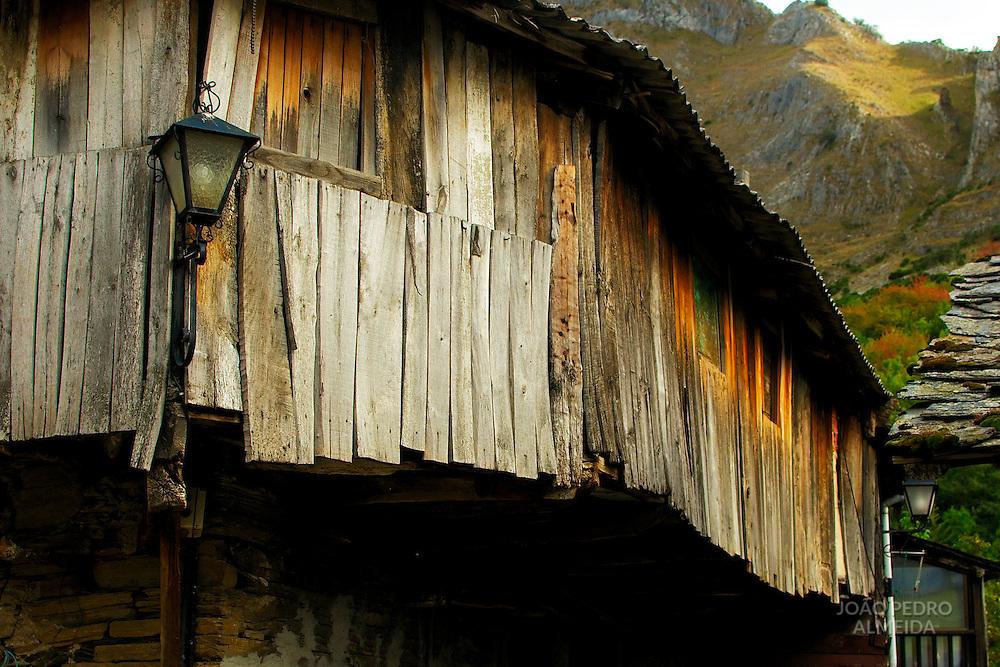 Abandoned house at Peñalba de Santiago, Spain