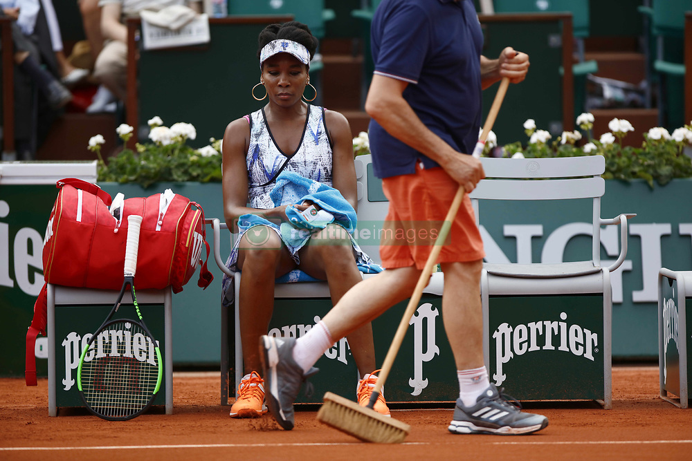 June 2, 2017 - Paris, France - US Venus Williams reacts during her tennis match at the Roland Garros 2017 French Open on June 2, 2017 in Paris. (Credit Image: © Mehdi Taamallah/NurPhoto via ZUMA Press)