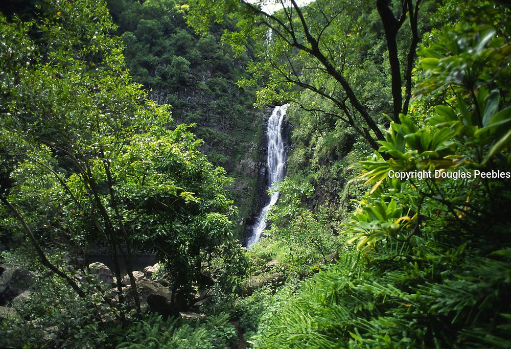 Moaula Falls, Halawa Valley,  Molokai, Hawaii, USA<br />