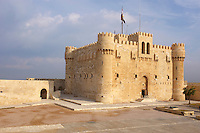 Egypte, la côte méditerranéenne, Alexandrie, le fort Qaytbay (Qaït Bey)  // Egypt, Alexandria, Qaytbay fort.
