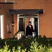 NLD/Amsterdam/20051109 - Brandbom aanslag op de woning van burgemeester Jos Verdier gemeente Huizen, onderzoek technische recherche