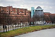Nederland, Maastricht, 9-2-2014 De maaskade aan de kant van Wijck, rechter maasoever. Nabij het centre ceramique. Zicht op de markante toren, kegel, van het Bonefantenmuseum.Foto: Flip Franssen/Hollandse Hoogte