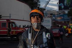 Ana Rosa Lorenzo Hernandez,29, da 7 anni, volontaria soccorritrice della brigata Los Topos di Città del Messico. Ha due figlie e anche suo marito è un volontario.