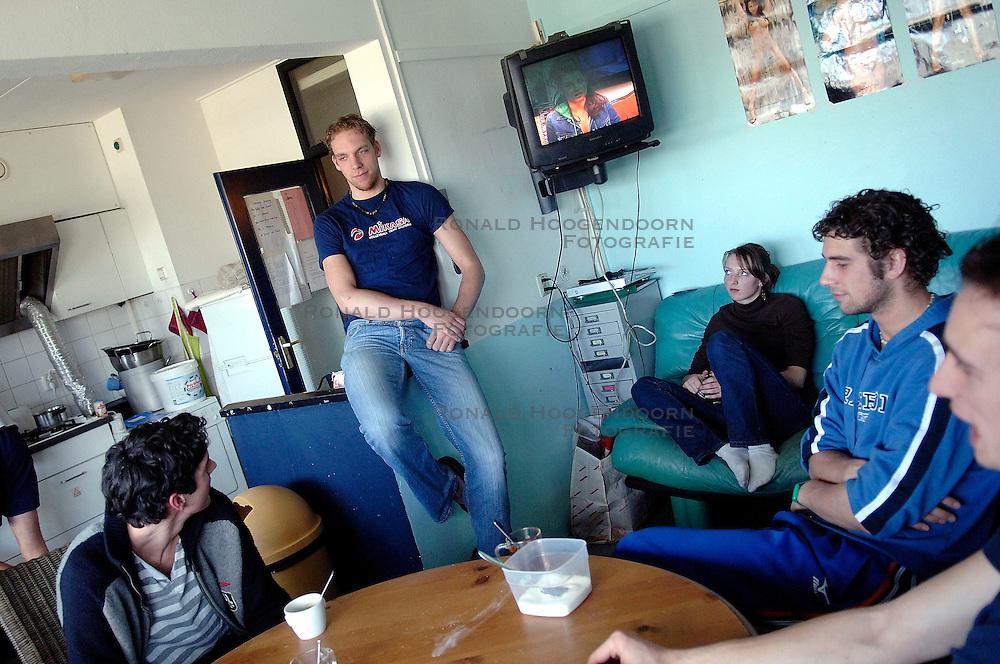 04-04-2006  VOLLEYBAL: HVA AMSTERDAM: AMSTERDAM<br /> Reportage van HVA Amsterdam / Niels Klapwijk, Thijs Van Noorden, Yannick van Harskamp en Niels Koomen<br /> ©2005-WWW.FOTOHOOGENDOORN.NL