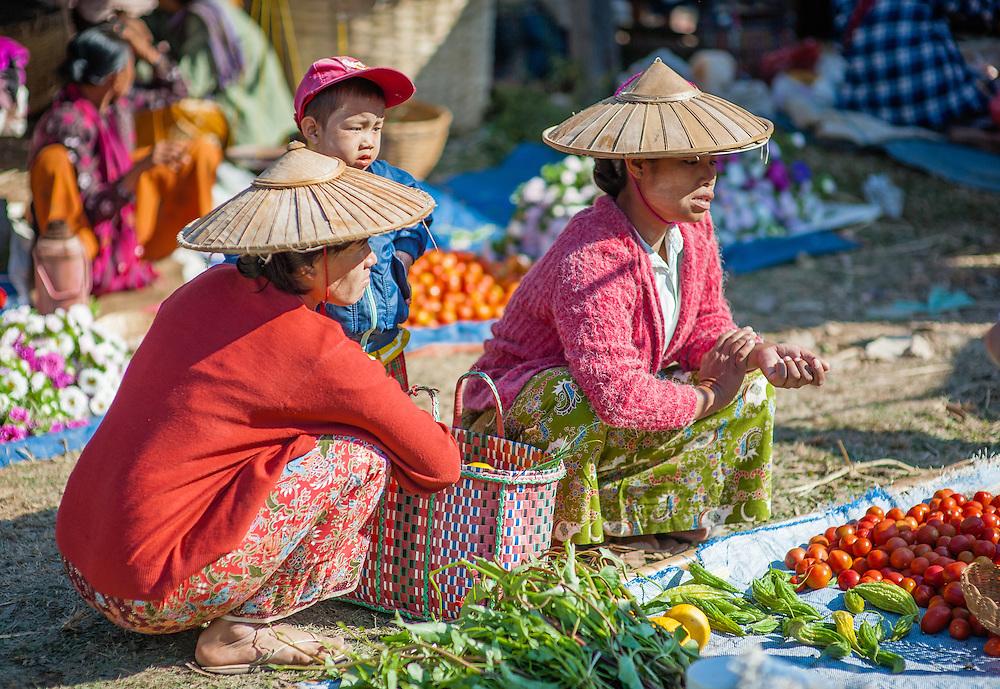 Burmese women at local market in Inle Lake (Myanmar)