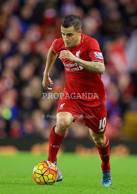 LIVERPOOL, ENGLAND - Sunday, November 8, 2015: Liverpool's Philippe Coutinho Correia in action against Crystal Palace during the Premier League match at Anfield. (Pic by David Rawcliffe/Propaganda)