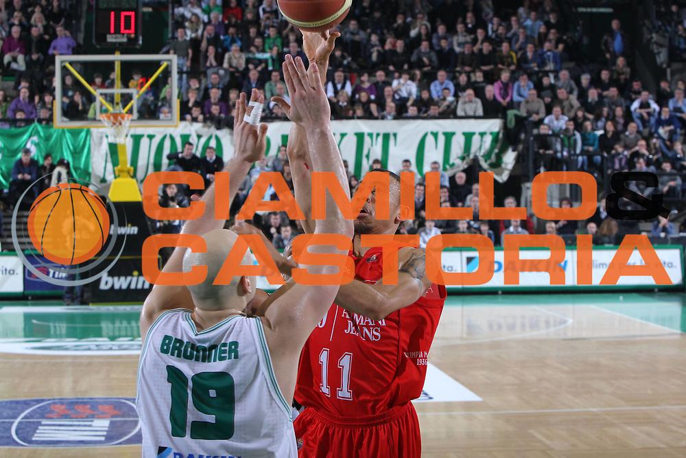 DESCRIZIONE : Treviso Lega A 2010-11 Benetton Treviso Armani Jeans Milano<br /> GIOCATORE : Ibrahim Jaaber<br /> SQUADRA : Armani Jeans Milano<br /> EVENTO : Campionato Lega A 2010-2011 <br /> GARA : Benetton Treviso Armani Jeans Milano<br /> DATA : 29/01/2011<br /> CATEGORIA : Tiro<br /> SPORT : Pallacanestro <br /> AUTORE : Agenzia Ciamillo-Castoria/G.Contessa<br /> Galleria : Lega Basket A 2010-2011 <br /> Fotonotizia : Treviso Lega A 2010-11 Benetton Armani Jeans Milano<br /> Predefinita :
