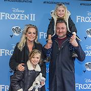 NLD/Amsterdam/20191116 - Filmpremiere Frozen II, Dennis Weening met partner Stella Maassen en hun kinderen