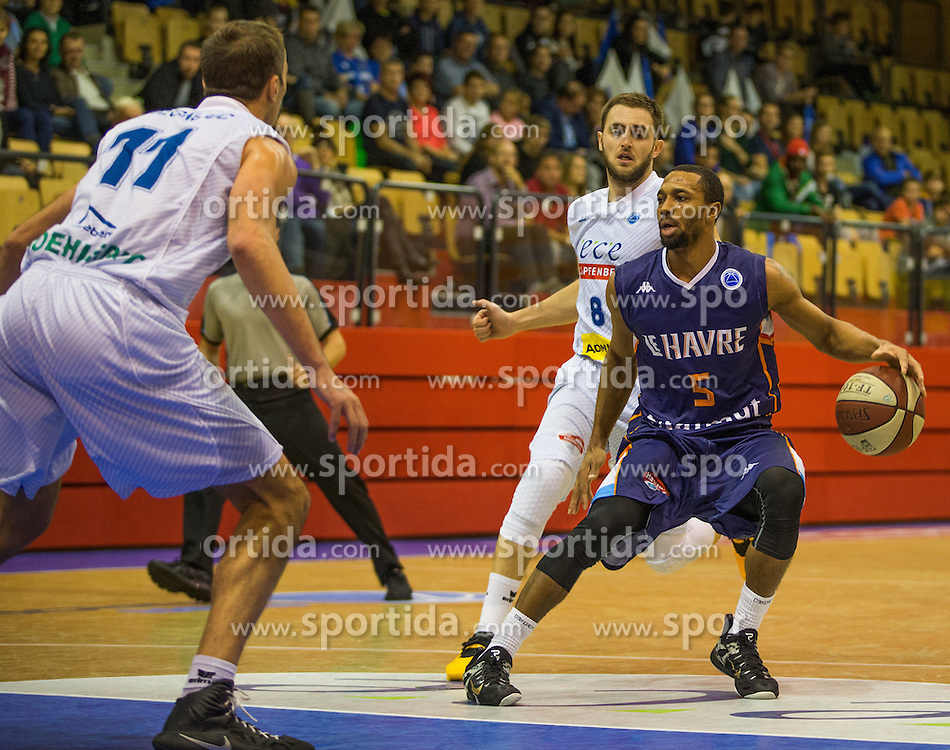 18.11.2015, Walfersamhalle, Kapfenberg, AUT, FIBA Europe Cup, ece Bulls Kapfenberg vs Le Havre, im Bild v.l.: Milan Stegnjaic (Bulls Kapfenberg), Mirza Ahmetbasic (Bulls Kapfenberg), Henry Dugat (Le Havre) // during the FIBA Europe Cup, between ece Bulls Kapfenberg and Le Havre at the Sportscenter Walfersam, Kapfenberg, Austria on 2015/11/18, EXPA Pictures © 2015, PhotoCredit: EXPA/ Dominik Angerer