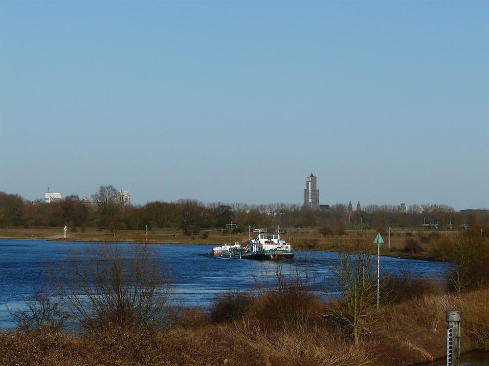 EN&gt; A boat sailing on the Rhine in Mijnerwsijk, near Arnhem |<br /> SP&gt; Un barco navega en el Rin en Mijnerswijk, cerca de Arnhem