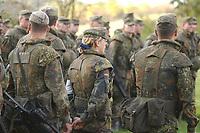 16 OCT 2001, BERLIN/GERMANY:<br /> Bundeswehrsoldatin mit blauem Haarband, angetreten, waehrend der Ausbildung des KFOR-Einsatzverbandes, Infanterieschule des Heeres, Hammelburg<br /> IMAGE: 20011016-01-044<br /> KEYWORDS: Bundeswehr, Armee, Soldat, soldier, Frau