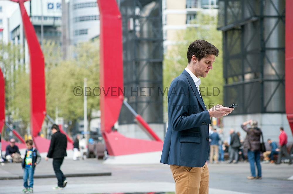 Man op Schouwburgplein Rotterdam
