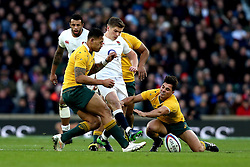 Owen Farrell of England kicks the ball forward - Mandatory by-line: Robbie Stephenson/JMP - 03/12/2016 - RUGBY - Twickenham - London, England - England v Australia - Old Mutual Wealth Series