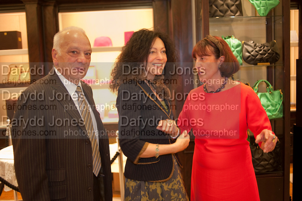 RICHARD POLO; TRICIA GUILD; JANICE BLACKBURN, Smythson Royal Wedding exhibition preview. Smythson together with Janice Blackburn has commisioned 5 artist designers to create their own interpretations of  Royal wedding memorabilia. Smythson. New Bond St. London. 5 April 2011.  -DO NOT ARCHIVE-© Copyright Photograph by Dafydd Jones. 248 Clapham Rd. London SW9 0PZ. Tel 0207 820 0771. www.dafjones.com.