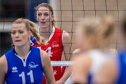 10-12-2016 NED: VC Sneek - Sliedrecht Sport, Sneek<br /> Sneek wint met 3-0 van Sliedrecht Sport / Quinta Steenbergen #14 of Sneek