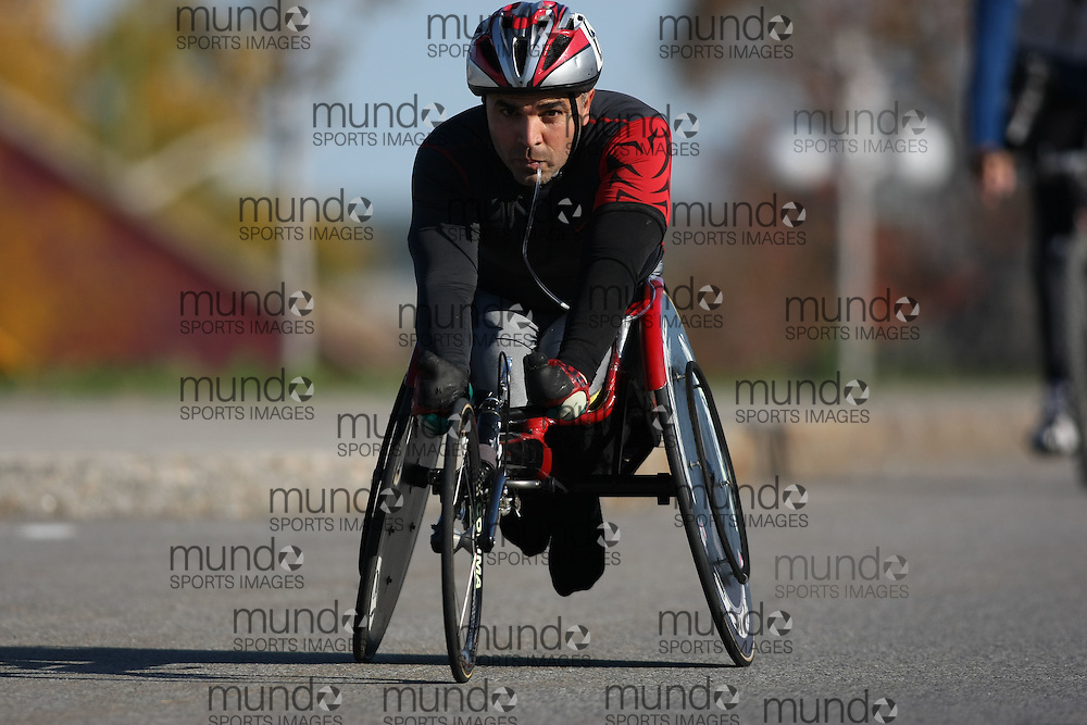 (Ottawa, ON---18 October 2008) \\ competes in the 2008 TransCanada 10km Canadian Road Race Championships. Photograph copyright Sean Burges/Mundo Sport Images (www.msievents.com).