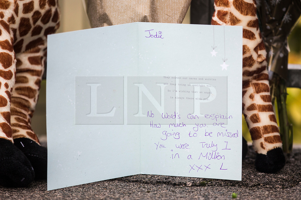 © Licensed to London News Pictures. 22/12/2017. Skipton UK. Picture shows a note left on flowers at  the Aldi store where a 30 year old woman has died after she was stabbed in an Aldi supermarket in Skipton. North Yorkshire Police have arrested a 44 year old man on suspicion of murder following the attack shortly before 3:30 pm on Thursday. Photo credit: Andrew McCaren/LNP