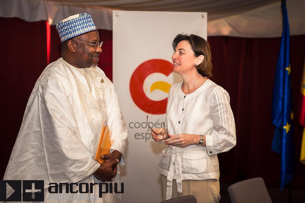 Hôtel Radisson Blu, Dakar. 27/Nov/2013. Le president du l'Assemblée nationale du Sénégal (Moustapha Niasse) et l'ambassadeur d'Espagne au Senegal (Mme Cristina Diaz FERNANDEZ-GIL).