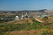 Barroso_MG, Brasil... Industria de cimento, concreto e agregados em Barroso, Minas Gerais...Industry of cement, concrete and aggregates in Barroso, Minas Gerais...Foto: JOAO MARCOS ROSA / NITRO