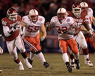 University of Nebraska running back Brandon Jackson (32) rushes up field in the secon half against Oklahoma during the Big 12 Championship game at Arrowhead Stadium in Kansas City, Missouri, December 2, 2006.  Oklahoma beat Nebraska 21-7.<br />