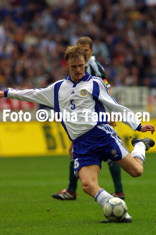 06.10.2001, Arena AufSchalke, Gelsenkirchen, Germany. FIFA World Cup Qualifying Match, Germany v Finland. Hannu Tihinen (FIN)..©JUHA TAMMINEN