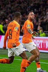 24-03-2019 NED: UEFA Euro 2020 qualification Netherlands - Germany, Amsterdam<br /> Netherlands lost the match 3-2 in the last minute / Memphis Depay #10 of The Netherlands scores the 2-2, Georginio Wijnaldum #8 of The Netherlands