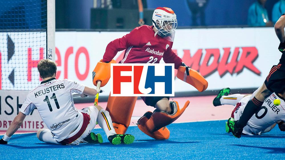 BHUBANESWAR - keeper Sam van der Ven (Ned) met links Amaury Keusters (Bel)  tijdens de Hockey World League Final wedstrijd Belgie-Nederland (3-0).  COPYRIGHT KOEN SUYK