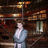 Nederland,Amsterdam , 30 augustus 2010..Johannes Adrianus (Joop) van den Ende (Amsterdam, 23 februari 1942) is een Nederlands mediamagnaat op het gebied van televisie en musical..Joop van den Ende en zijn vrouw Janine Klijberg tijdens de rondleiding in het Nieuwe de la Mar theater dat geheel gerenoveerd wordt..De Van den Ende foundation houdt zich nu hoofdzakelijk bezig met de renovatie van het Nieuw Le Mar theater..Samen met zijn vrouw Janine Klijberg richtte Joop van den Ende in 2001 de VandenEnde Foundation op. Dit fonds schenkt jaarlijks EUR9 miljoen aan creatieve en culturele initiatieven..Media magnate and theater producer Joop van den Ende and his wife Janine Blijkerk having a tour in their renovated theater the Nieuwe de la Mar Theater.