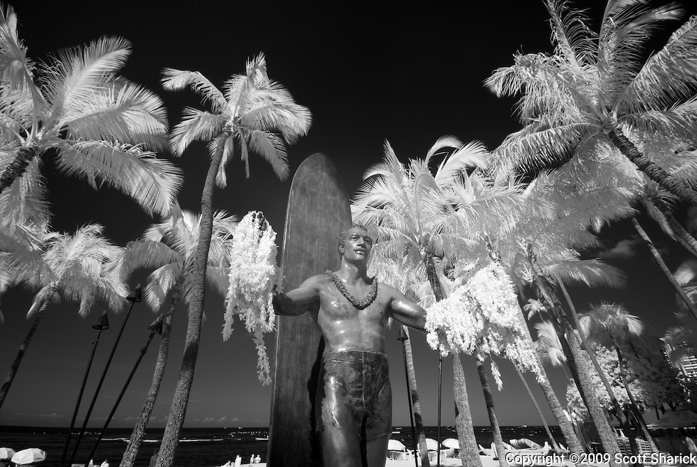 An infrared image of Waikiki Beach and the Duke Kahanamoku statue.