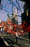 New York sixth avenue. The empire state building  view trough the window of a chinese restaurant Manhattan  New York  Usa /  l'empire state building , vue a travers la vitrine d un restaurant chinois. Manhattan  New York  USa