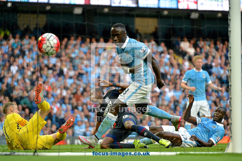 Diafra Sakho of West Ham United (2nd left) scores their second goal to make it Manchester City 0 West Ham United 2 during the Barclays Premier League match at the Etihad Stadium, Manchester<br /> Picture by Ian Wadkins/Focus Images Ltd +44 7877 568959<br /> 19/09/2015