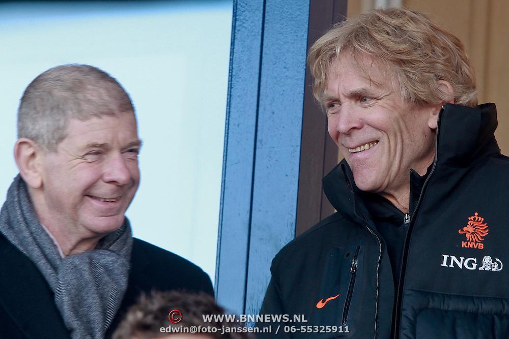 NLD/Katwijk/20110321 - Training Nederlandse Elftal Hongarije - NLD, Frits Barend in gesprek met Hans Jorritsma