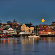 """The """"Super Moon"""" of March, 2011 sets over Portsmouth Harbor, Porsmouth, NH. Viewed from Kittery, ME"""